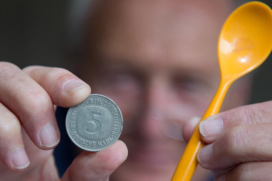 Von Geldmünzen bis zum Löffel - der Mediziner hat schon so einiges aus Patientenmägen geholt.