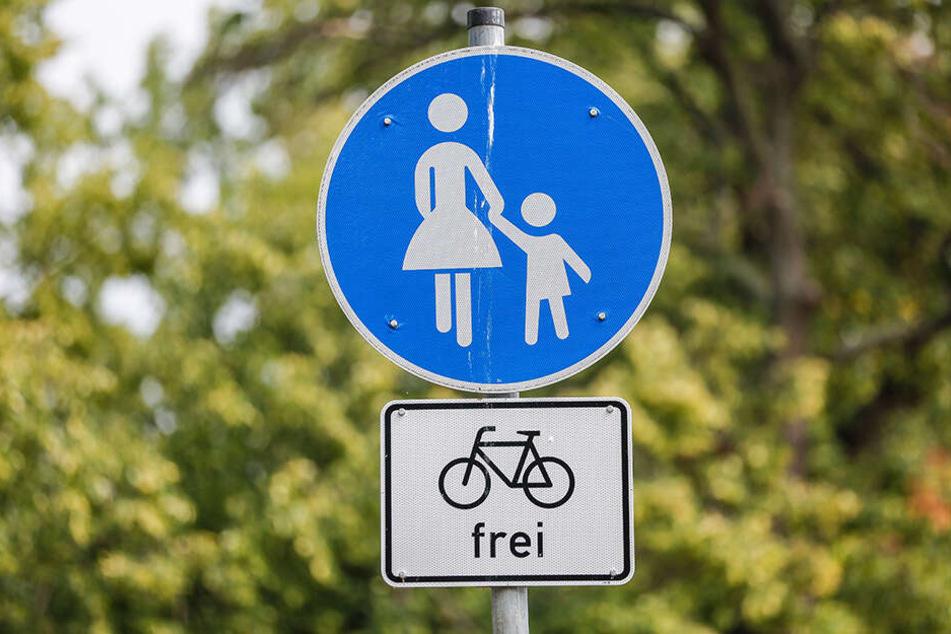 """Hier dürfen Sie rollen: Das Schild """"Fahrrad frei"""" gilt auch für die neuen E-Scooter."""