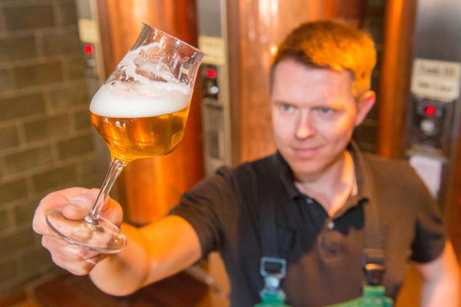 Braumeister Willi Wallstab (29) erfand das Riesling-Bier