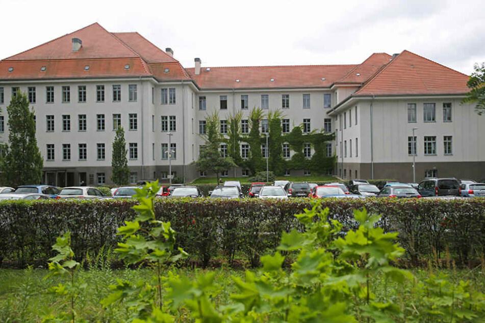 Sachsens Verwaltungsgerichte - wie hier in Dresden - stöhnen unter der  Aktenflut.