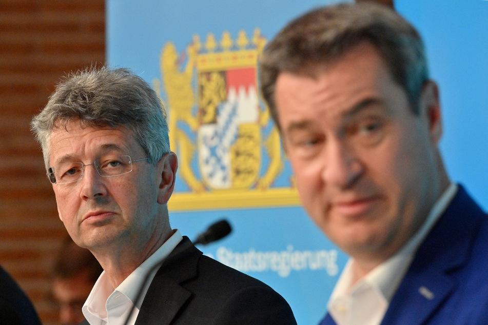 Michael Piazolo (l, Freie Wähler), Staatsminister für Unterricht und Kultus, und Markus Söder (CSU), Ministerpräsident von Bayern. (Archivbild)