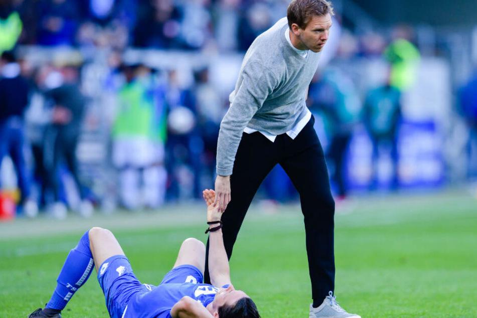 Julian Nagelsmann tröstet Abwehrspieler Nico Schulz nach der 1:4-Niederlage gegen den VfL Wolfsburg.
