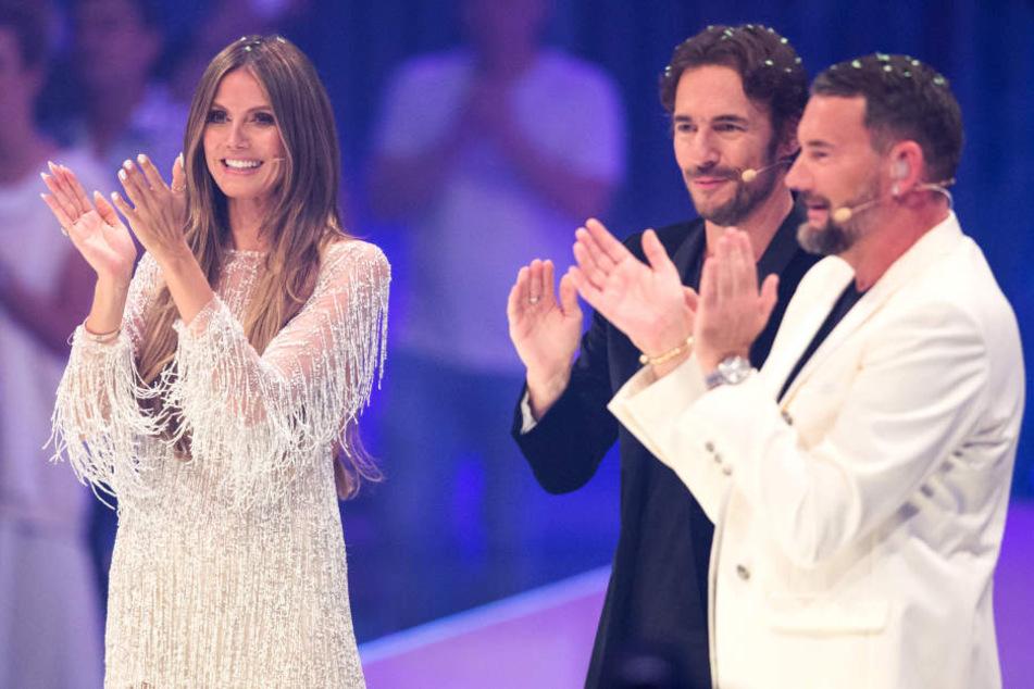 Dieses Bild wird es bei GNTM 2019 nicht mehr geben: Heidi Klum, Thomas Hayo (Mitte) und Michael Michalsky feiern beim diesjährigen Finale.
