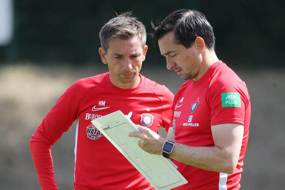 Coach Daniel Meyer (r.), hier mit Bruder und Co André, hat sich beim Thema Mannschaftsrat nach eigener Aussage was Besonderes einfallen lassen.