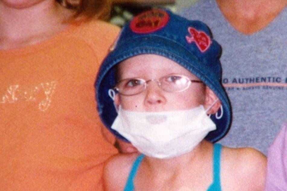 Hannahs Mutter Teresa wollte auch, dass Hannah einen Mundschutz zur Sicherheit trägt.