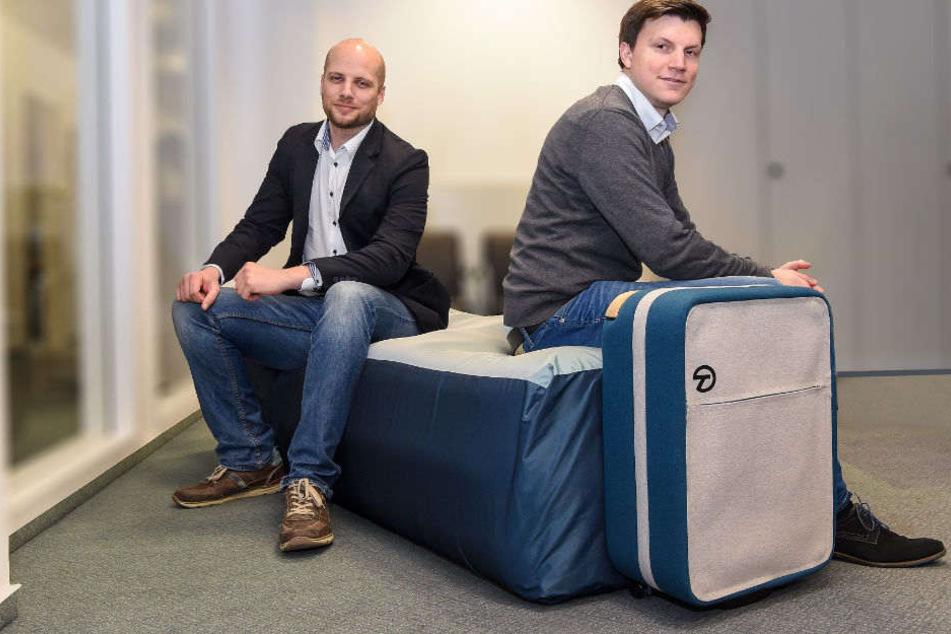 Lennart Nieder (l.) und Tobias Biermann haben den Koffer entwickelt.