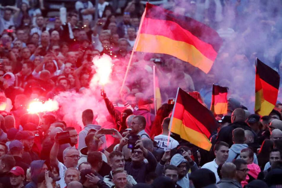 Chemnitz vergangene Woche: Demonstranten machen ihrem Ärger Luft.