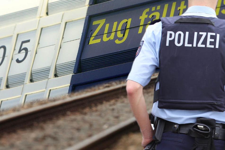 Der Streckenabschnitt wurde von der Polizei für den kompletten Bahnverkehr gesperrt (Symbolbild).