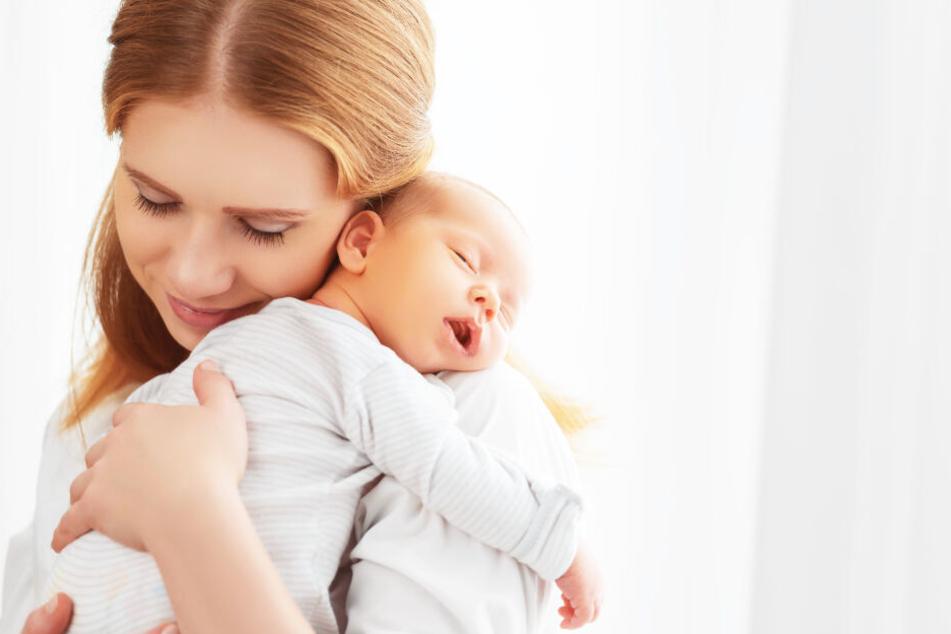 Hautkontakt zu den Eltern ist das größte Geschenk für ein Baby.