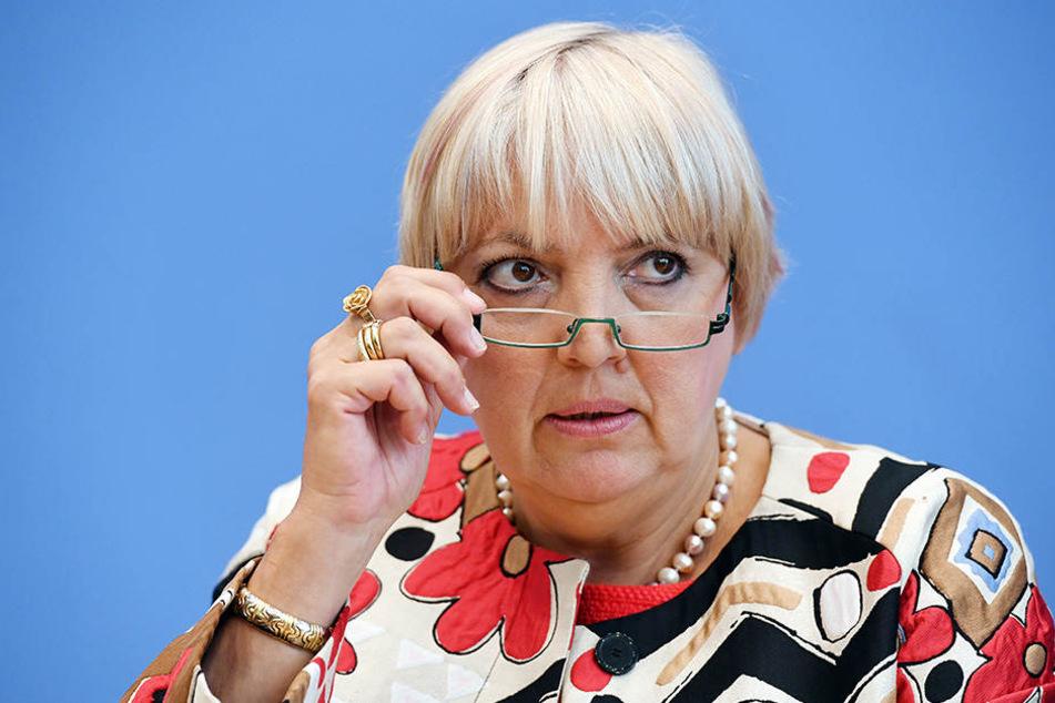 Claudia Roth wird zur Zielscheibe der AfD-Bundestagsfraktion.