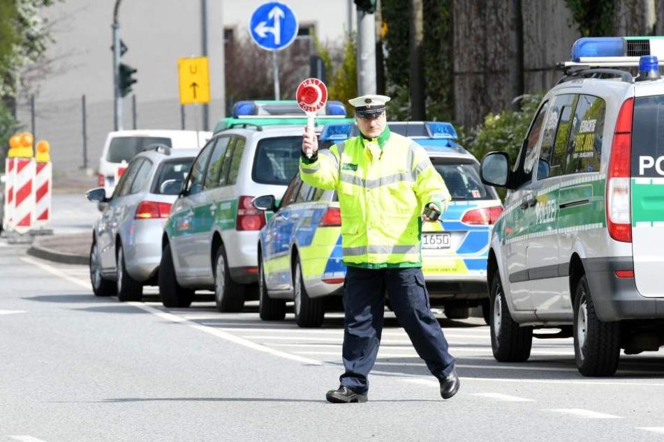 In Dresden hob Polizeihauptmeister Gert Zimmermann (49) auf der Jagd nach  Temposündern die Kelle.