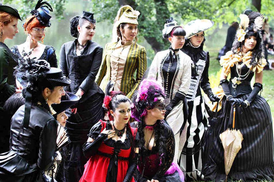 Zum 26. Wave-Gotik-Treffen erwarten die Veranstalter wieder rund 20.000 Fans der düsteren Szene in Leipzig.