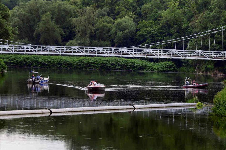 Von dieser Brücke sprangen die drei Jugendlichen etwa sechs Meter in die Tiefe.