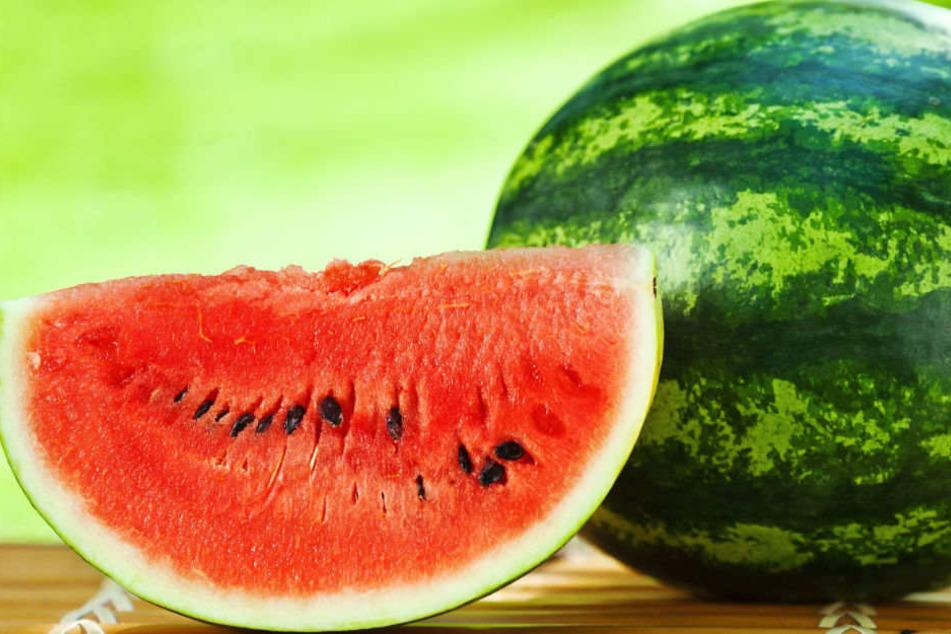 Ein Mann wurde festgenommen weil er eine Melone stehlen wollte. (Symbolbild)