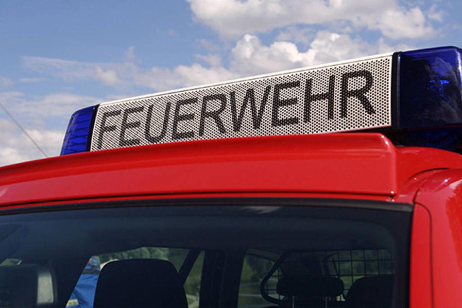 Die Feuerwehr musste eine Firma nach einer Verpuffung evakuieren.