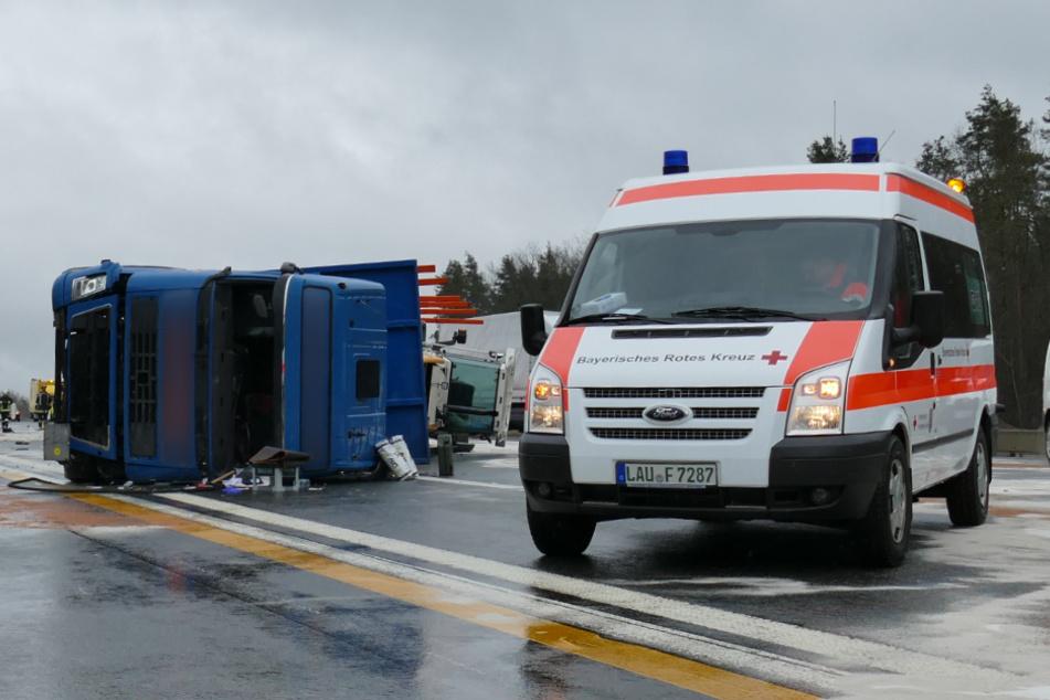 Die Autobahn in Richtung Nürnberg musste wegen auslaufender Betriebsstoffe voll gesperrt werden.