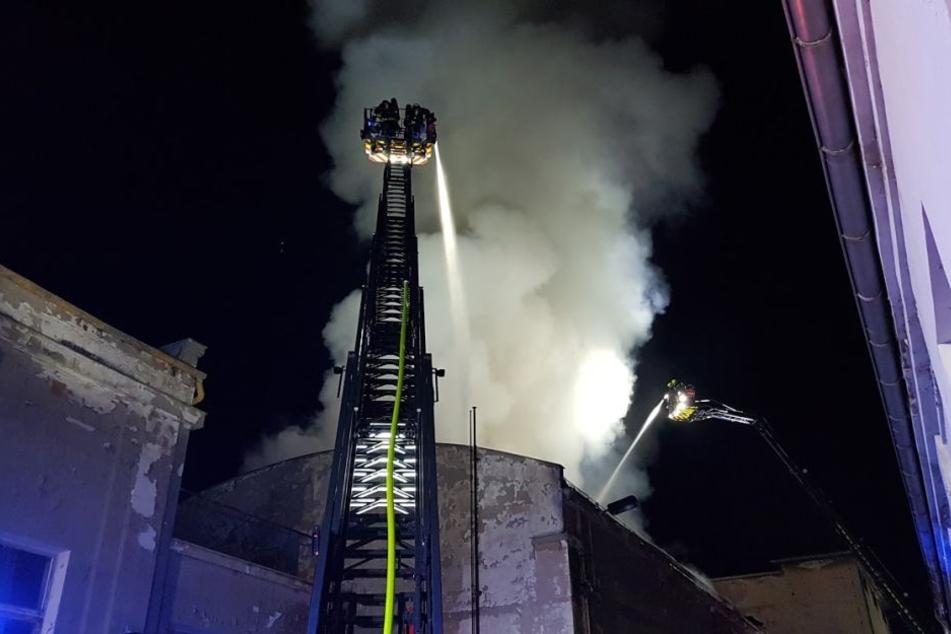 Warum das Feuer ausgebrochen ist, ist noch unklar.