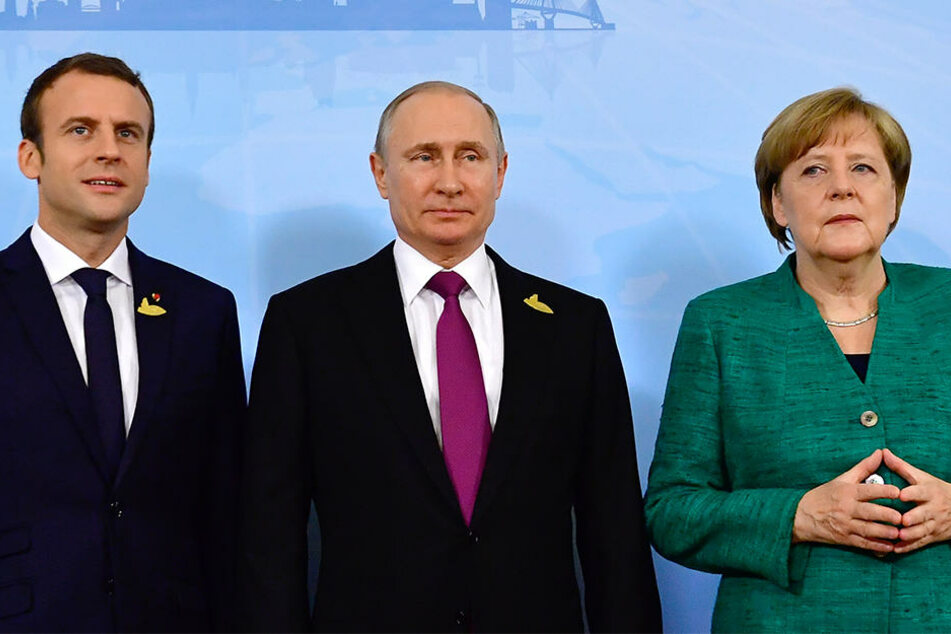 Beim G20 Gipfel posierten Macron, Putin und Merkel noch gemeinsam vor der Kamera. Jetzt verschärfen sie gegenüber Russland den Ton.