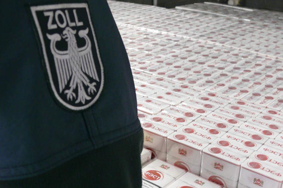 Mehr als 1,4 Millionen geschmuggelte Zigaretten! Zoll zieht polnischen Lkw aus dem Verkehr