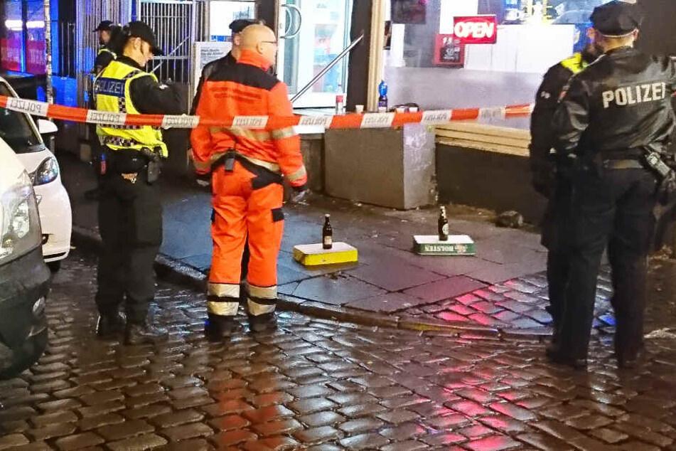 Verletzte bei Messerangriff auf St. Pauli: Polizei durchsucht Rocker-Treff