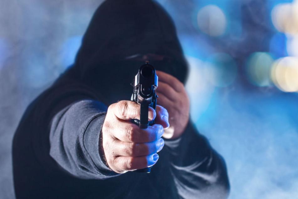 Die Täter hatten eine Schusswaffe. (Symbolbild)