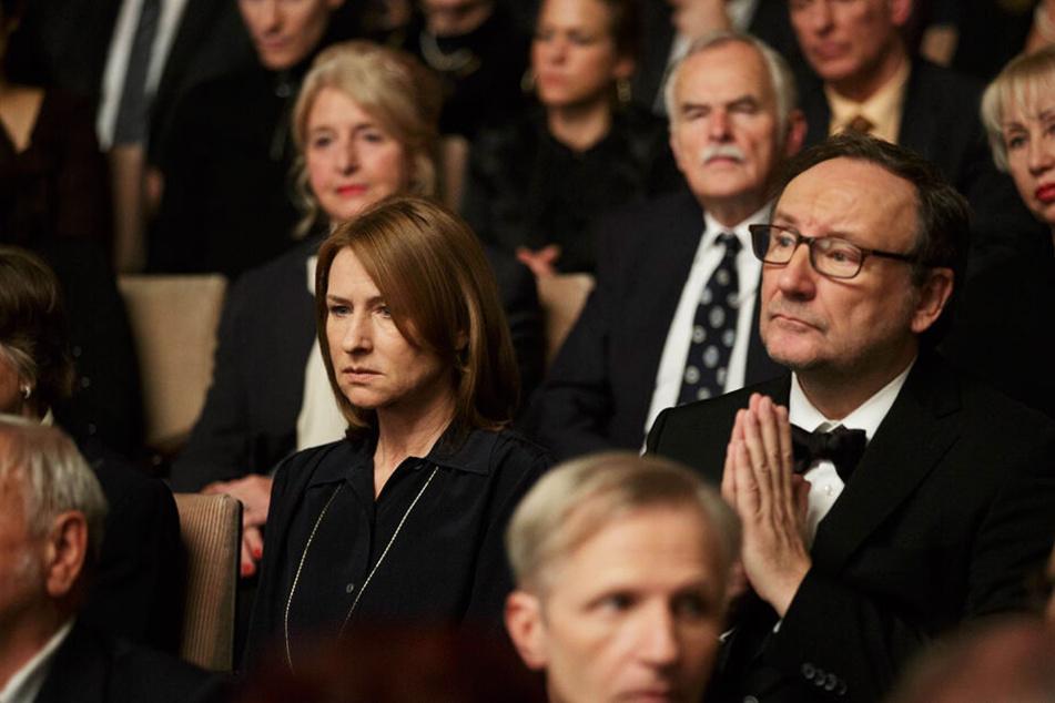 Lara Jenkins (Corinna Harfouch) und ihr Ex-Mann Paul (Rainer Bock) schauen sich Viktors Komposition teilweise gemeinsam an...