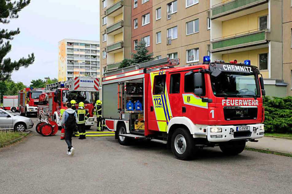 Die Feuerwehr rückte zu einem Kellerbrand am Harthwald aus.