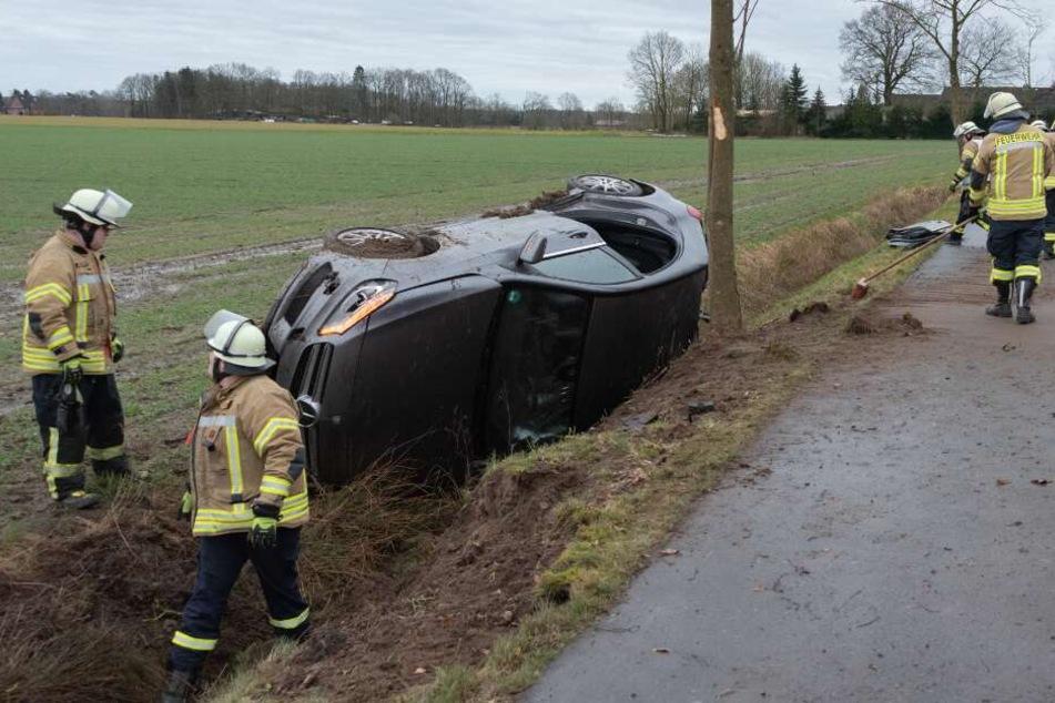 Der Wagen schleuderte von der Fahrbahn.
