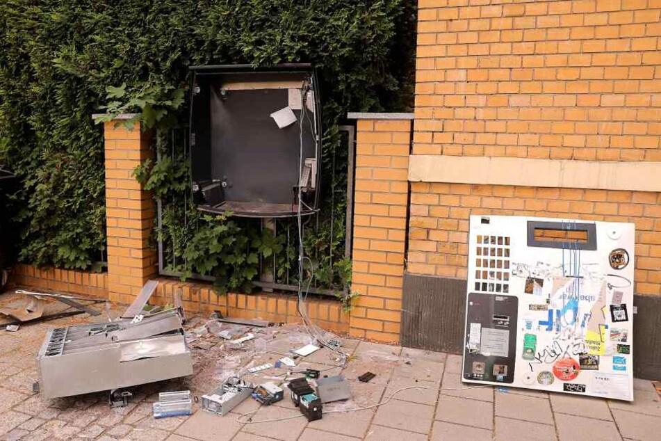 Am Mittwochabend wurde dieser Automat in der Bünaustraße gesprengt.
