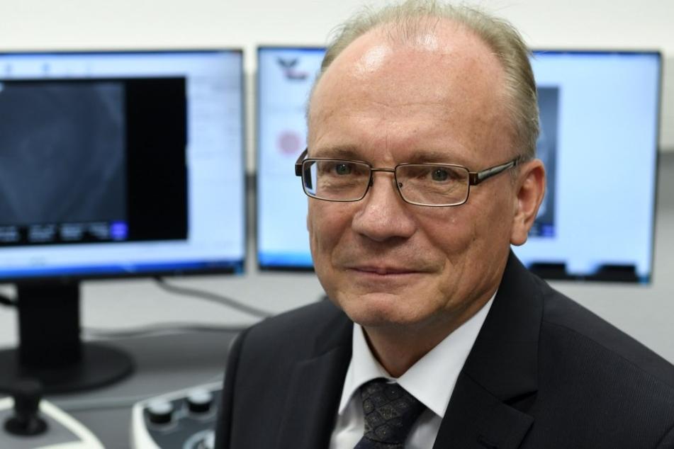 Peter Hartmann leitet das Fraunhofer-Anwendungszentrum für optische  Messtechnik und Oberflächentechnologie (AZOM).