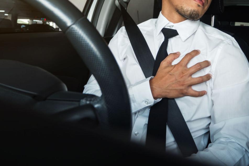 Der Mann erlitt beim Autofahren einen Herzinfarkt.
