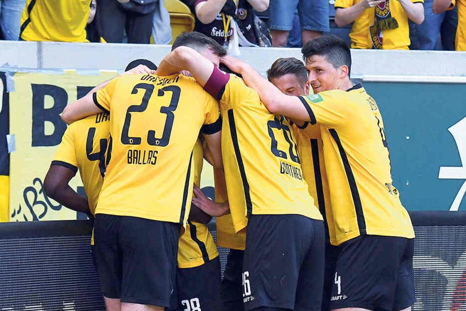 Gemeinsam bezwangen die Dynamos die vermeintlich stärkeren Kölner mit 3:0. Dafür durfte zu Recht gejubelt werden.