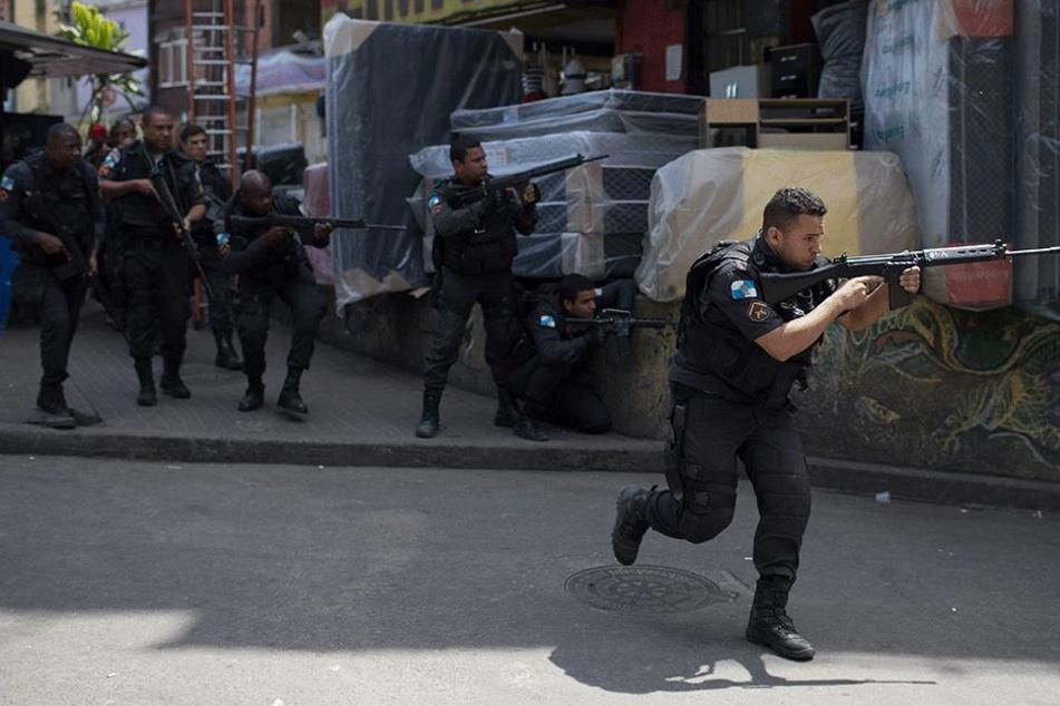 Hier tobt der Drogenkrieg! Fast tausend Soldaten stürmen Armen-Viertel