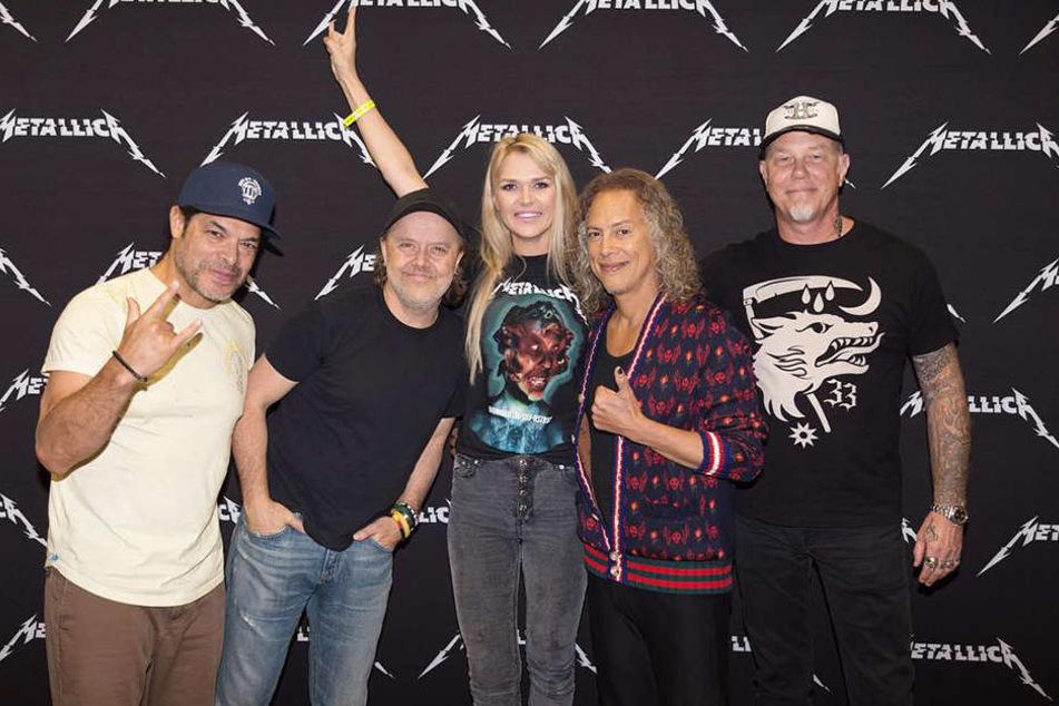 Sara Kulka durfte nach dem Konzert in Leipzig mit den Rock-Legenden von Metallica plaudern.