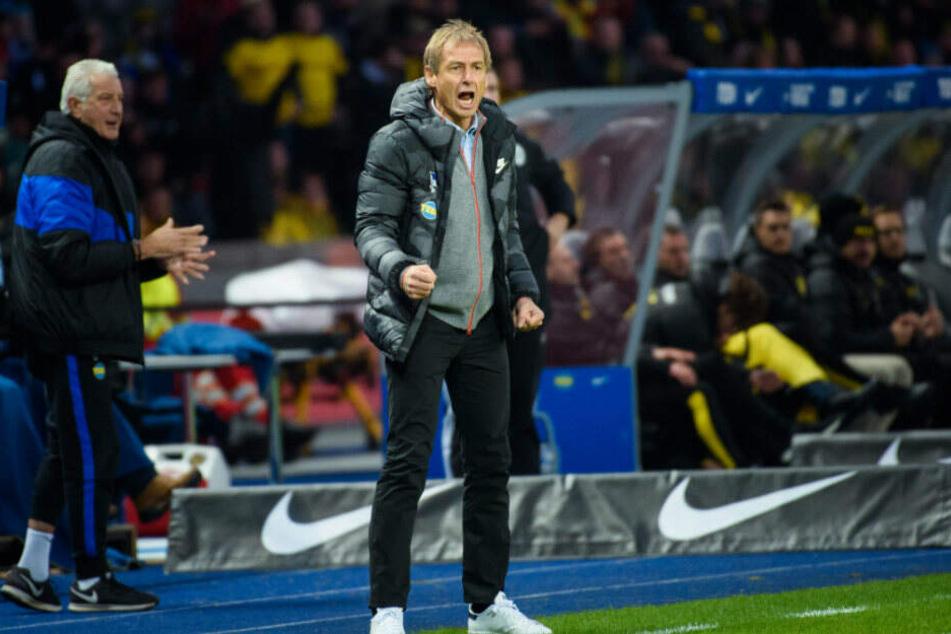 Jürgen Klinsmann bei seinem ersten Spiel als Hertha-Trainer gegen Borussia Dortmund.