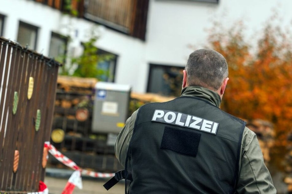 In einer Essener Wohnung fand die Polizei die beiden Toten und den mutmaßlichen Täter. (Symbolbild)