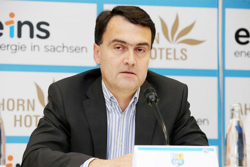 Präsident Mathias Hänel zieht die Konsequenz aus dem klaffenden Finanzloch.
