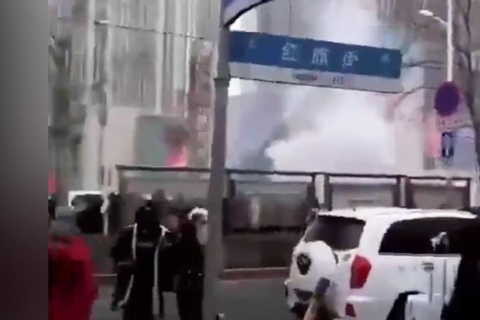 Explosionen erschüttern Einkaufszentrum: Mindestens ein Toter, mehrere Verletzte