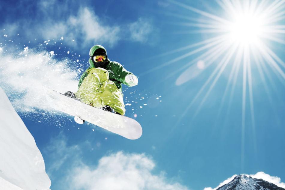 Warum nur? Snowboard-Fahrer liegt schlafend auf Straße