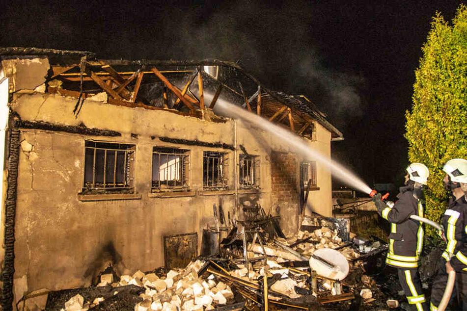 In Schmölln hat er erneut gebrannt: Erst vor ein paar Wochen stand nur etwa 200 Meter entfernt ein riesiger Holzhaufen in Flammen.