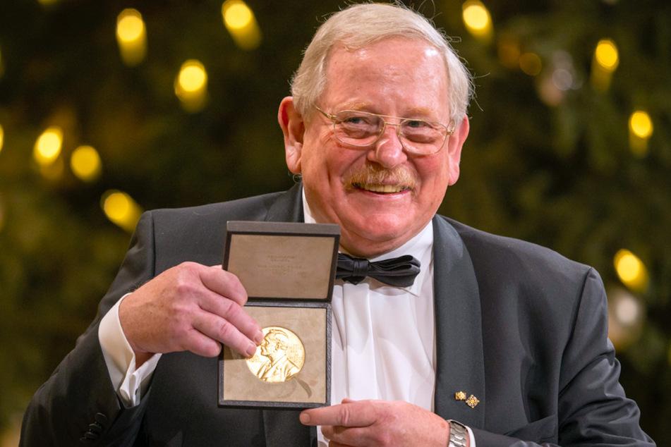 Schwarzes Loch entdeckt: Physiker Genzel nimmt Nobelpreis mit Verspätung entgegen