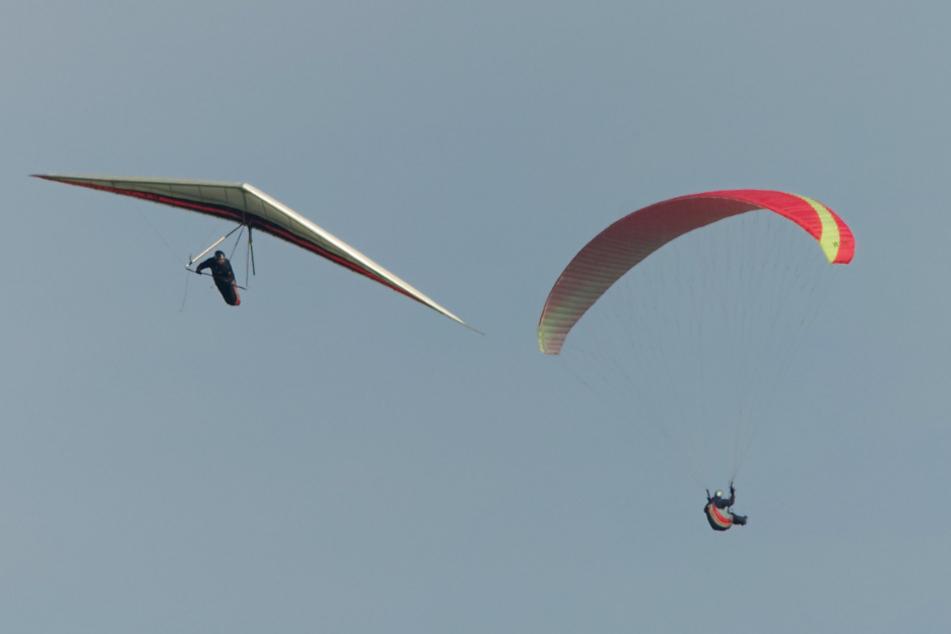 Drama in der Luft: Gleitschirmflieger wird von Gewitter in die Höhe gesaugt