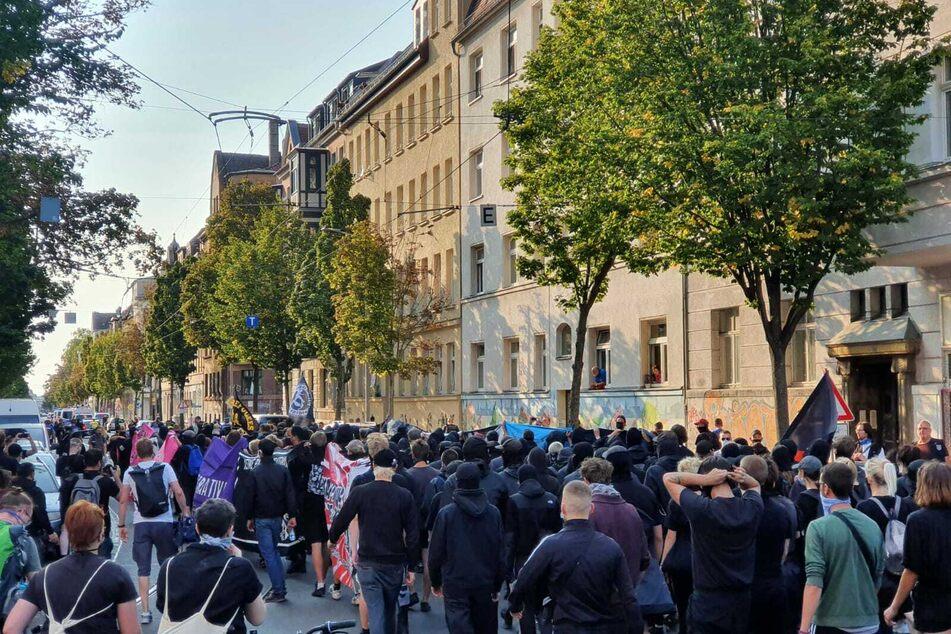 Die Demonstrierenden wollen von der Eisenbahnstraße über die Innenstadt zum Richard-Wagner-Platz laufen.