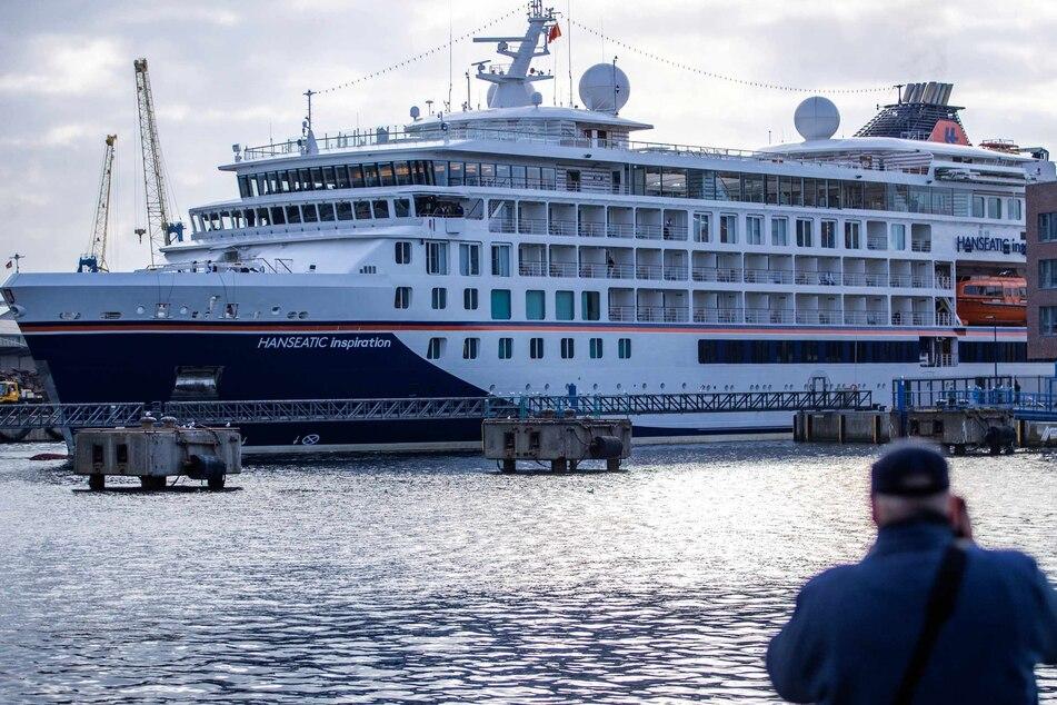 """Die """"Hanseatic Inspiration"""" liegt in Wismar im Hafen."""