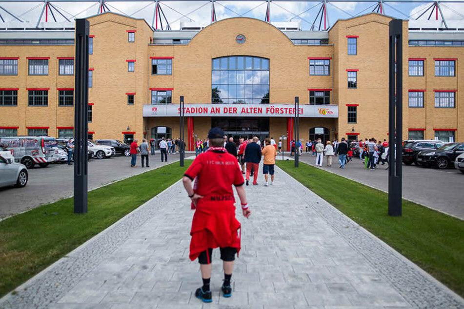 Sonst jubeln im Stadion An der Alten Försterei nur die Fans des 1. FC Union Berlins. Zum Immatrikulationsfest werden es rund 14.000 Studenten sein.