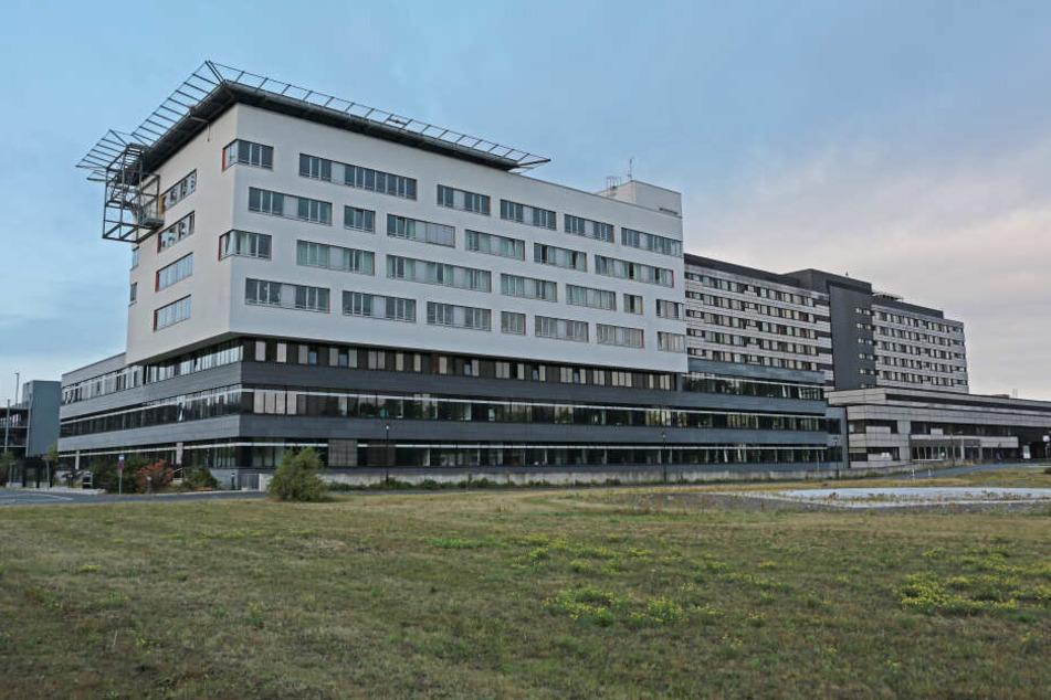 Der Brand loderte gegen 4 Uhr nachts in dem Kölner Krankenhaus.