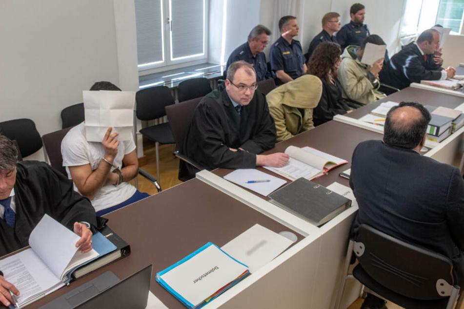 Vor dem Amtsgericht mussten sich vier Asylbewerber für die Attacke verantworten.