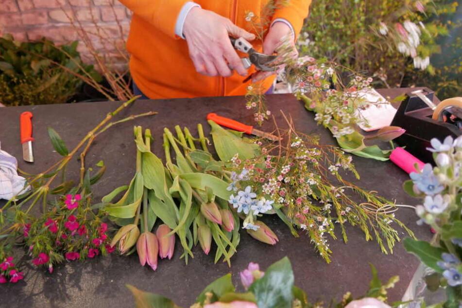 Ein Blumenladen in Borna bei Leipzig ist am Sonntagabend überfallen worden. Dank einer mutigen Verkäuferin verschwand der Täter ohne Beute.