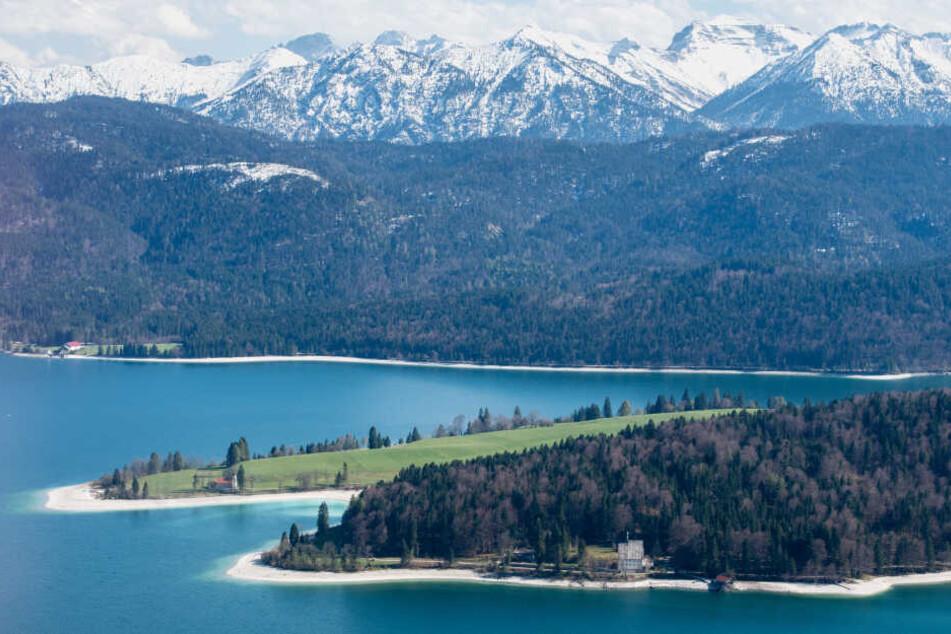Der Walchensee in Bayern ist sehr tief und mit vielen Strömungen gefährlich. (Archivbild)