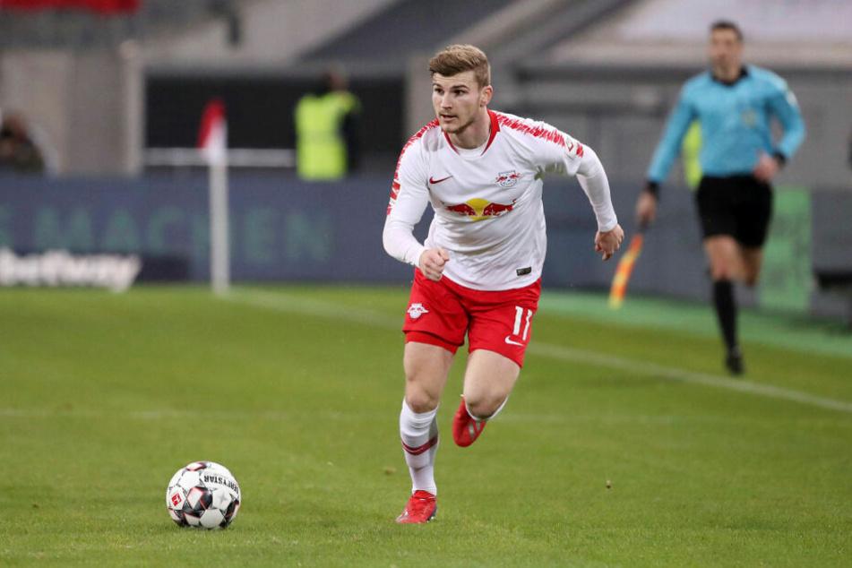 Mit seiner Pfeilschnelligkeit wäre Timo Werner (22) selbst dann ein Kandidat bei den Bayern, wenn Robert Lewandowski bleiben sollte. Dann könnte er die möglicherweise scheidenden Arjen Robben und Franck Ribéry auf Außen ersetzen.